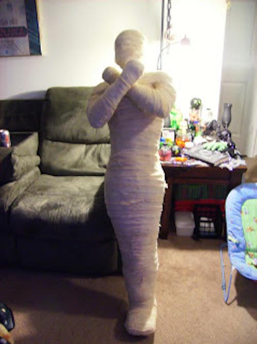 DIY Halloween outdoor decoration Mummy prop