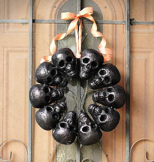 51 Cheap & Easy DIY Outdoor Halloween Decoration Ideas To