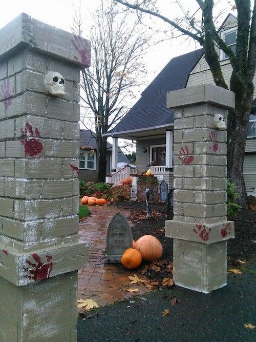 Halloween DIY Cemetery Entry Pillars - outdoor decoration Halloween