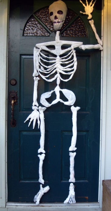 Halloween trashbag DIY skeleton outdoor decoration 2